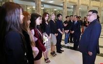 Ca sĩ hai miền Triều Tiên nắm tay hát 'Chúng ta là một nhà'