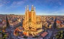 Nhà thờ xây hơn 100 năm chưa xong ở Barcelona