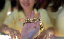 Giá vàng thế giới lao dốc, trong nước cao hơn 700.000 đồng/lượng