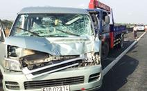 Xe khách chết máy giữa cao tốc bị xe cẩu tông, tài xế tử vong