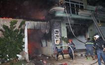 Cháy lớn kho điện tử ở Tháp Chàm, lan sang ba nhà lân cận