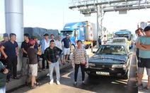 Tài xế chở người đi cấp cứu tấn công vệ sĩ trạm BOT Ninh Lộc