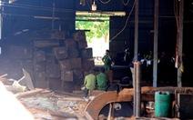 'Ăn' tiền để thả gỗ lậu, thêm trạm trưởng kiểm lâm bị khởi tố
