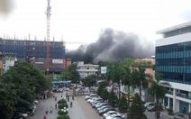 Cháy công trình trong Bệnh viện Việt - Pháp, công nhân tháo chạy
