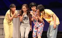 Hồng Vân truyền dạy cho nghệ sĩ trẻ học cách 'để làm sân khấu'