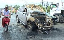 Ôtô 7 chỗ mất côn rồi bốc cháy khi đang chạy