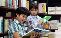 Vì sao phương Tây xem sách là bạn, còn người Việt cắm cúi vào màn hình?