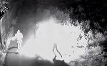 Điều tra nhóm đối tượng ném bom xăng vào nhà dân giữa đêm