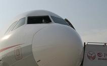 Máy bay Trung Quốc hạ cánh khẩn vì vỡ kính buồng lái