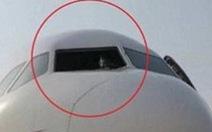 Cơ phó Trung Quốc bị hút suýt văng ra ngoài khi máy bay vỡ kính