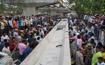 Video sập cầu vượt đè ô tô bẹp dí khiến ít nhất 18 người chết ở Ấn độ