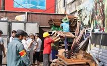 Hà Nội phá dỡ loạt nhà hàng sang chiếm đất mương cống hóa
