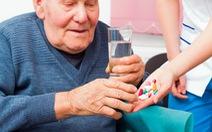 Thận trọng khi dùng thuốc cho người cao tuổi