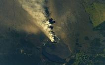 Núi lửa Hawaii phun cột tro bụi cao 9km