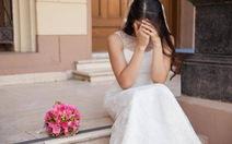 Cô dâu phẫn nộ vì mẹ chồng muốn mặc váy trắng dự đám cưới