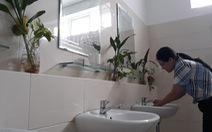 Ngắm nhà vệ sinh bệnh viện quận sạch… 'hết chỗ chê'