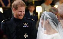 Những bức ảnh cảm động của đôi uyên ương hoàng gia trong thánh lễ