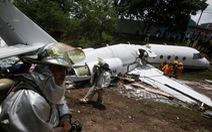 Video hiện trường máy bay gãy đôi mà không ai thiệt mạng