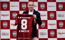 Sang Nhật, Iniesta vẫn mặc áo số 8