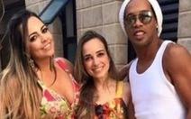 Ronaldinho cưới hai vợ cùng lúc