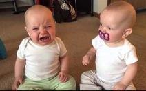 Clip hài: 'Cuộc chiến một mất một còn' của các cặp sinh đôi