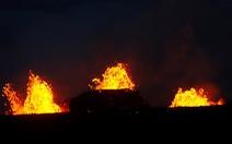 Núi lửa ở Hawaii bắt đầu thiêu cháy đầy cuồng nộ