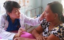 Bác sĩ trẻ khám bệnh miễn phí cho 500 người dân tỉnh Long An
