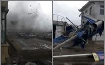 Vừa hết động đất, thành phố ở Trung Quốc lại bị lốc xoáy tàn phá