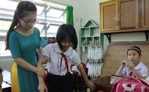 Thầy cô giáo bỏ tiền túi nâng bước trò nghèo