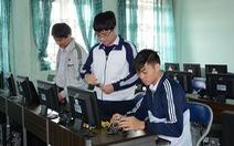 Học sinh lớp 11 chế tạo hệ thống trợ giúp lái xe an toàn