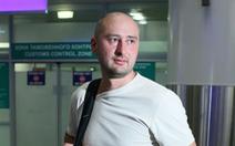 Nhà báo 'chống Putin' bị bắn chết tại Ukraine, hai nước khẩu chiến tưng bừng