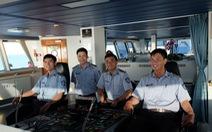 Những chàng trai tuổi đôi mươi trên boong lái tàu kiểm ngư