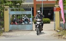 Gỡ biển báo cấm quay phim, chụp ảnh ở trụ sở UBND xã