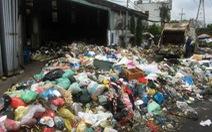 Bô rác quá tải, rác hôi thối tràn ngập ra đường