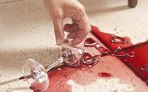 Con dâu mang bầu bị bắt đền vì làm vỡ chiếc ly