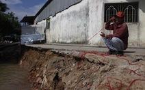 Sông Ô Môn tiếp tục sạt lở, dân mất trắng tài sản