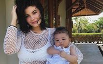 Kylie Jenner - bà mẹ hot girl hay bà trùm mỹ phẩm?