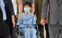 Cựu tổng thống Hàn Quốc ra tù đi... chữa bệnh đau lưng