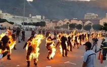 Video 32 người biểu diễn đốt cháy cơ thể để xác lập kỷ lục Guinness