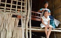 Những đứa trẻ tứ xứ tha hương vượt khó đến trường