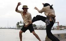 Cả chung cư lờ tịt khi một cặp vợ chồng trẻ đánh nhau...