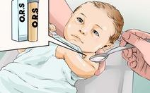 Chế độ ăn và nguyên tắc bù nước điện giải cho trẻ bị nôn