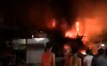 'Bà hỏa' thiêu rụi 5 căn nhà, thiệt hại trên 5 tỉ đồng