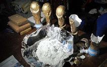 Argentina bắt băng nhóm giấu ma túy trong cúp vàng World Cup