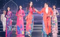 Lam Trường hát lại Gót hồng đưa 19 người đẹp vào chung kết Hoa hậu