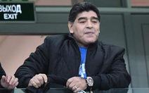 Maradona sốt ruột, muốn truyền lửa cho Messi và đàn em