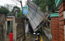 Mưa lớn kèm gió mạnh làm hư hại nhiều công trình tại Huế