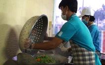 'Khu căn cứ' đặc biệt nấu ăn cho sĩ tử Vĩnh Long