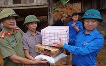 Báo Tuổi Trẻ trao quà cho bà con vùng lũ Lai Châu