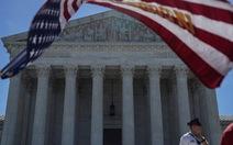 Tòa tối cao Mỹ giữ nguyên sắc lệnh cấm nhập cảnh của ông Trump